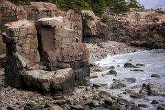 Linia brzegowa przy Acadia parkiem narodowym, Prętowy schronienie, Maine Zdjęcie Stock