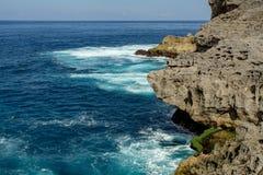 Linia brzegowa przy Nusa Penida wyspą Fotografia Royalty Free