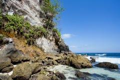 Linia brzegowa przy Nusa Penida wyspą Zdjęcie Stock
