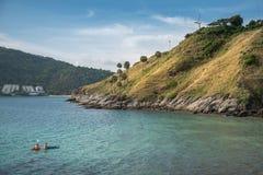 Linia brzegowa punkt widzenia od Yanui plaży w Phuket, Tajlandia Zdjęcie Stock