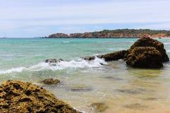 Linia brzegowa w Portimao, Algarve Portugalia Zdjęcie Royalty Free