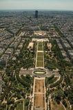 Linia horyzontu, champ de mars park i budynki pod niebieskim niebem, widzieć od wieża eifla wierzchołka w Paryż Zdjęcia Stock