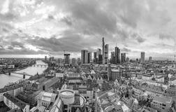 Linia horyzontu Frankfurt magistrala w wieczór - Am - obraz royalty free