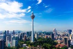 Linia horyzontu Kuala Lumpur śródmieście z drapaczami chmur i KL górujemy fotografia royalty free