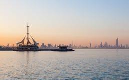 Linia horyzontu Kuwejt przy zmierzchem Fotografia Royalty Free
