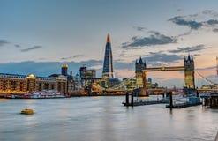 Linia horyzontu Londyn po zmierzchu obrazy stock