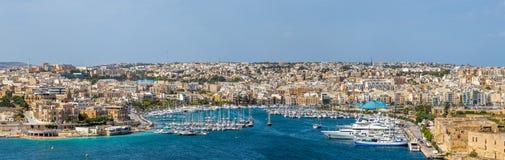 Linia horyzontu Manoel wyspy jachtu marina przy światłem dziennym - Malta Zdjęcia Stock
