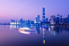 Linia horyzontu miasto przy nocą Zdjęcia Stock