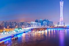 Linia horyzontu miasto przy noc Obrazy Stock