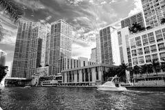 Linia horyzontu na chmurnym niebieskiego nieba tle w Miami, usa zdjęcie royalty free