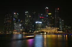 linia horyzontu nocy Singapore obraz stock
