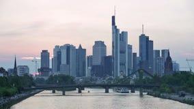 Linia horyzontu nowożytny Frankfurt magistrala, Niemcy - Am - zdjęcie wideo