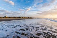 Linia horyzontu plaża Stwarza ognisko domowe przy Ise palmy plaża w Charleston Sout, zdjęcie royalty free