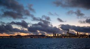 Linia horyzontu San Fransisco od łodzi blisko Oakland obraz stock