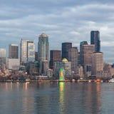 Linia horyzontu Seattle w wieczór Fotografia Stock