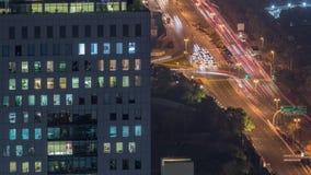 Linia horyzontu widok skrzyżowanie ruch drogowy na Al Saada DIFC nocy ulicznym pobliskim timelapse w Dubaj, UAE zdjęcie wideo