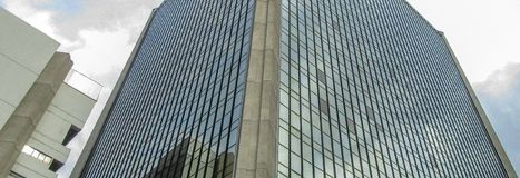 Linia horyzontu widok wielopiętrowy budynek Zdjęcie Royalty Free