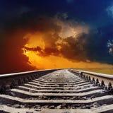 Linia kolejowa dramatyczny zmierzch Zdjęcia Stock