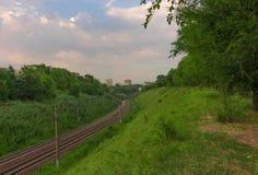 Linia kolejowa między wzgórzami Obrazy Stock