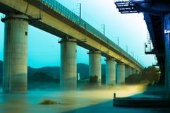 Linia kolejowa most w wieczór Zdjęcie Stock