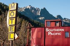 Linia kolejowa motel w Siskiyou górach Zdjęcia Royalty Free