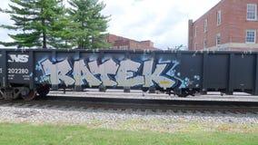 Linia kolejowa pociąg z graffiti Rusza się Wolno Zdjęcia Stock
