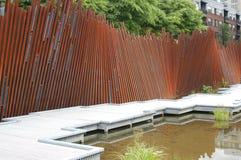 Linia kolejowa poręcze ściana, garbarz wiosny park w Portland, LUB fotografia stock