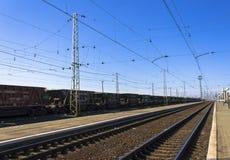 Linia kolejowa, przewozi samochodem Obraz Royalty Free
