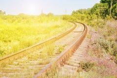 Linia kolejowa przy Zmierzchem Obrazy Royalty Free