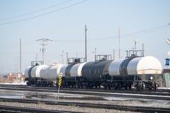 Linia kolejowa tankowa samochody obrazy royalty free