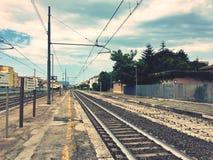 Linia kolejowa w staci Obrazy Royalty Free