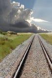 Linia kolejowa z burz chmurami 1 fotografia stock