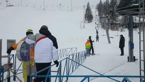 Linia ludzie narciarskiego dźwignięcia zdjęcie wideo
