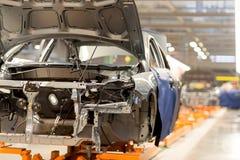 Linia produkcyjna dla zgromadzenie nowi pojazdy zdjęcie stock