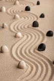 Linia robić kamienie stoi na piasku Obraz Stock
