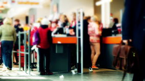 Linie an den cashdesks im Supermarkt stock footage
