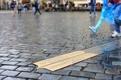 Linie des Mittagsquadrats in Prag Stockfoto