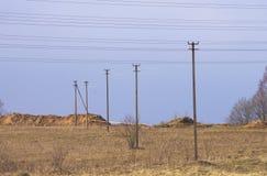 Linie energetyczne i słupy Fotografia Royalty Free
