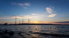 Linie energetyczne na jeziorze przy zmierzchem Obrazy Royalty Free