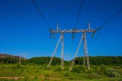 Linie energetyczne w zielenieją pole Obraz Royalty Free