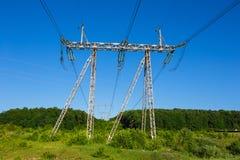 Linie energetyczne w zielenieją pole Obrazy Stock