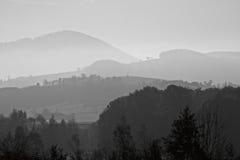 Linie góra w mgle Fotografia Royalty Free