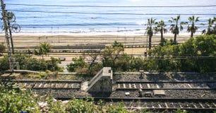 Linie kolejowe blisko plaży w Hiszpania Zdjęcie Royalty Free