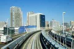 Linie kolejowe Odaiba pociąg wykładają w Tokio, Japonia Fotografia Royalty Free