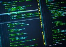 Linie php cyfrowanie na ekranie Zielony kod na zmroku - błękitny tło, makro- fotografia stock