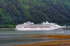 Linie Seeprinz-Kreuzfahrt in Juneau Alaska Lizenzfreie Stockfotos