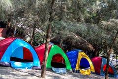 Linie von Zelten stockbilder