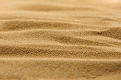 Linien im Sand eines Strandes lizenzfreies stockbild