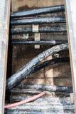 Linien von metallischem und von Lichtwellenleitern Lizenzfreies Stockfoto