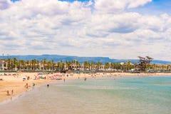 Linii brzegowej Costa Dorada, plaża w losie angeles Pineda, Tarragona, Catalunya, Hiszpania Odbitkowa przestrzeń dla teksta Zdjęcie Royalty Free